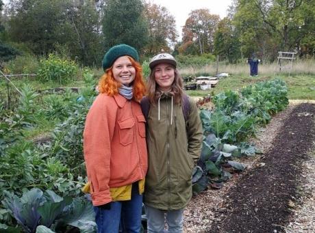 """""""Karen Nielsen och Leah Ireland från Feminist Farmers visar upp sin stadsodling"""" Foto: Michael Abdi Onsäter"""
